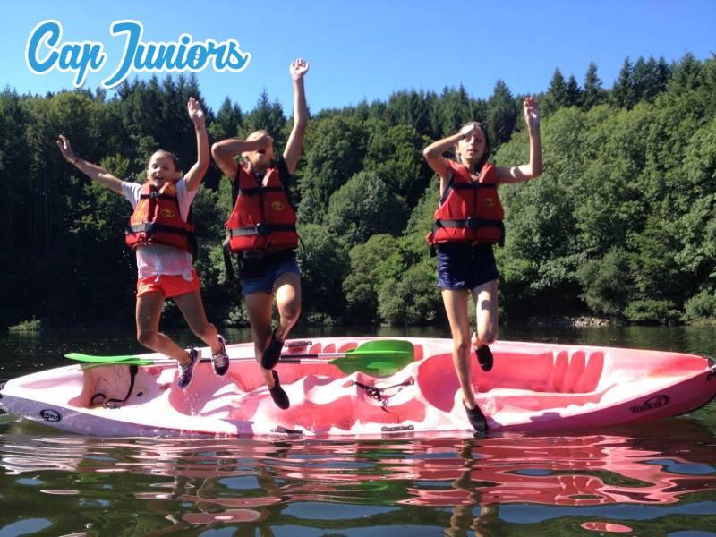 Des colonies de vacances à thème, ici baignade en canoé Kayack